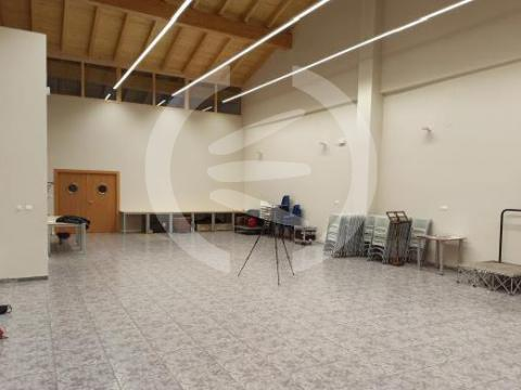 Absorbent acoustic treatment in a rehearsal room