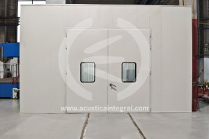 Acoustic enclosure for piece forming workstations