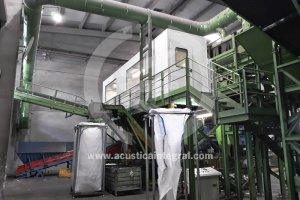 Acoustic cabin in threshing station for WEEE management plant