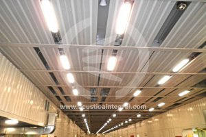 Absorbent acoustic treatment in parking ship's hold